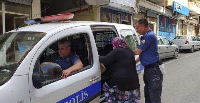 Samandağ'da Polis Memurundan Duygulandıran Hareket