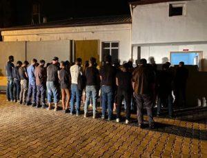 Reyhanlı'da 43 kaçak göçmen ve 3 organizatör yakalandı